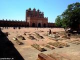 V piatkovej mešite vo Fatephur Sikri, v popredí najvyššia brána Ázie......