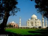 V záhradách Taj Mahalu...