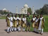 na školskom výlete v Taj Mahale...