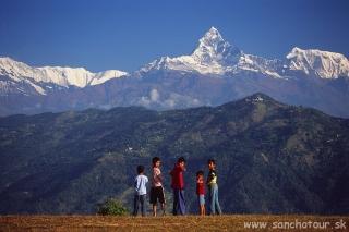 Pokhara - pohľad na hrebeň Himalájí...