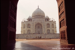 Mauzóleum Taj Mahal v Agre, vraj najkrajšia stavba sveta...