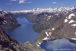 Nórska národná túra - hrebeň Bessegen nad jazerom Gjende...