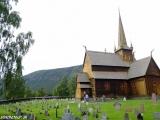 Drevený stĺpový kostolík z 13 storočia v mestečku Lom...