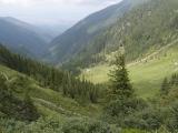 Nekonečná cesta nadol dolinou Turnuri...