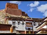 Mesto Gyantse (3 900m). Sme v slávnom kláštore Pelkor Chode