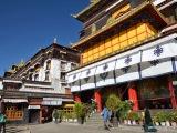 KláštorTashi Lhunpo  bol postavený už v pol. 15. stor.