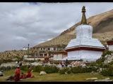 Najvyššie položený kláštor na svete - Rongbuk. (5000m). Nachádza sa asi 4km pred Everest base campom. Bol založený v roku 1902. V 60. rokoch bol vypálený Čínňami, dnes tu žije už len niekoľko mníchov pustovníkov.