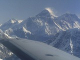 Oblietame  okolo Mt. Everestu...