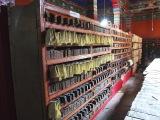 V kláštornej knižnici je veľa starých vzácnych kníh...
