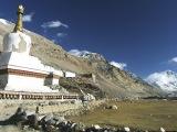 Kláštor Rongbuk, najvyššie položená kláštor sveta, v pozadí Mt. Everest...