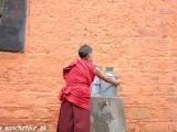 Mních...