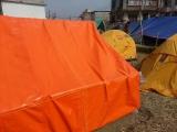 Naše stany v dočasnom stanovom meste v blízkosti kláštora Koban v Káthmandú...